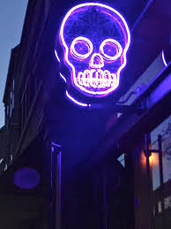 vintage halloween lights skull neon sign neon things pinterest neon neon lighting