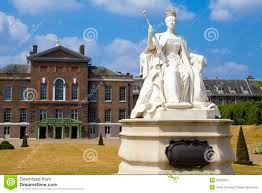 Kensington Pala Queen Victoria Statue At Kensington Palace In London Stock Image