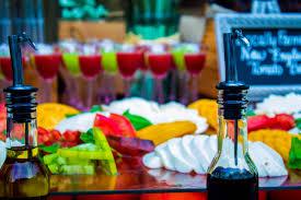 lauren u0026 jason u0027s backyard summer wedding spice catering blog