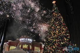 crocker park tree lighting 2017 crocker park christmas tree lighting decoratingspecial com