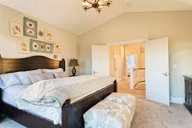 gemütliche schlafzimmer mit dem passenden bett für eine gemütliche schlafzimmer atmosphäre