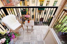 How To Throw A Party In A Small Space - how to turn your tiny balcony into an outdoor paradise