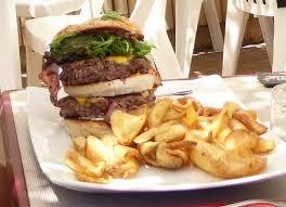 le pour cuisine le hamburger pour ados affamés ร ปถ ายของ la paillote