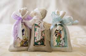 inexpensive wedding favors to keep on your budget margusriga