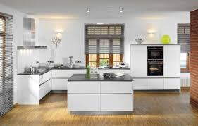 weiße küche mit holz hochglanz küche rheumri