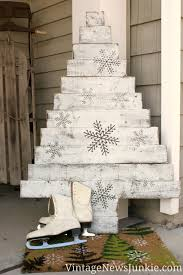 pallet christmas tree diy wood pallet christmas tree two tutorials