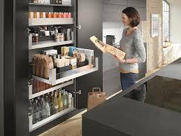 blum voorraadkast keuken met extra brede lades en handige indeling