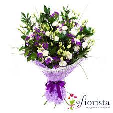 fiori viola vendita mazzo funebre con fiorellini bianchi e viola consegna