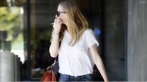 amanda seyfried desktop wallpapers amanda seyfried looking back in white top n blue jeans wallpaper