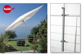 sonnenschirmhalter balkon avali hold it der sonnenschirmhalter aus edelstahl für