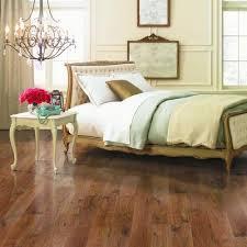 mohawk somerton ii whiskey oak laminate flooring 12mm 16 22
