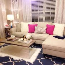 Accent Living Room Tables Living Room I Like The Pink Accent Pillows Girly Home Decor
