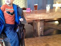 10 places to eat cheap and in style with kids around seattle