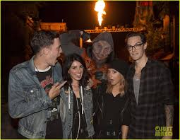 halloween horror nights group tickets ashley tisdale u0026 5 seconds of summer get quite the fright at