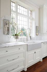 Backsplash For White Kitchen by Best 25 Classic White Kitchen Ideas On Pinterest Wood Floor