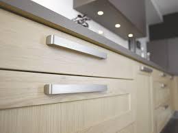 poignee porte cuisine comment choisir ses poignées de portes de cuisine cuisinella