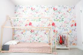 decorating an accent wall with vinyl wallpaper sandyalamode