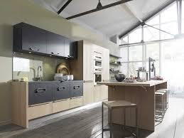 cuisine avec ilot central et table rétro extérieur mur sur modele cuisine ouverte avec bar affordable