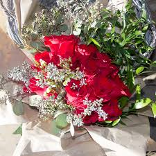 how much does a dozen roses cost average price for a dozen roses best flowers and 2017