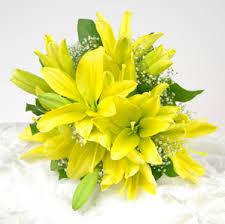 yellow lilies yellow asiatic toss bouquet toss bouquets yellow asiatic