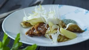 cuisine danemark plat traditionnel danois porc croustillant avec sauce au persil