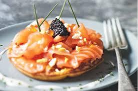 canapé saumon fumé blinis de pommes de terre au saumon fumé recette pas chère