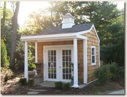 Backyard Cottage Ideas by Best 25 Backyard Guest Houses Ideas Only On Pinterest Guest