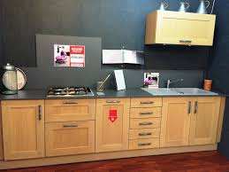cuisine d expo pas cher cuisine d exposition cuisinella wooden modele light trend amusant