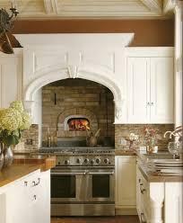 küche einbauen kamin in der küche einbauen wärme und gemütlichkeit