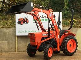 kubota l1501 compact tractor with loader u0026 bucket from blacktrac