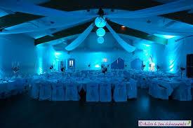 mariage bleu et blanc décoration la tête dans les nuages en bleu turquoise et argent