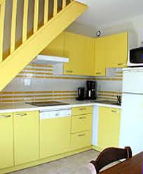 cuisine jaune et blanche comely decoration cuisine en jaune id es de design architecture sur