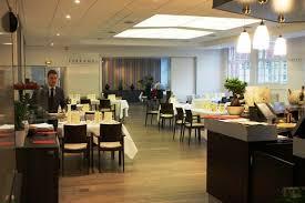 ecole cuisine ferrandi restaurant deux chefs étoilés cuisinent avec des élèves internationaux de l