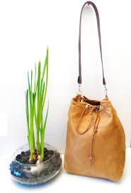 patron sac cuir gratuit tuto le sac seau en suédine et velours couturette blog