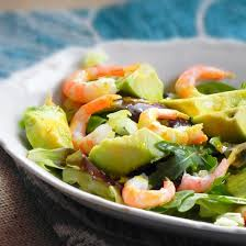 comment cuisiner un avocat recette salade avocat et crevettes
