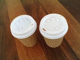 il coperchio col buco dei bicchieri da caffè il post