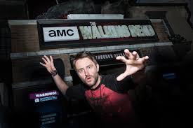 usc halloween horror nights watch u0027talking dead u0027 host chris hardwick tour universal studios
