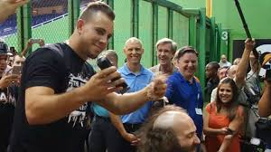 jose fernandez gives u0027the jose guy u0027 haircut mlb com