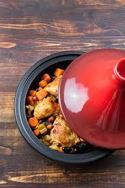 maroc cuisine traditionnel tagine avec le poulet et les légumes cuits cuisine marocaine
