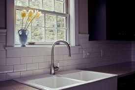 types of faucets and how to tell them apart