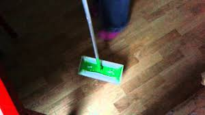 Swiffer Wetjet On Laminate Floors Balai Swiffer Youtube