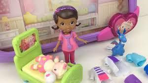 doc mcstuffins mini figurine hospital set disney toy unboxing
