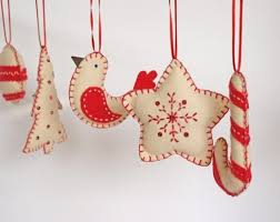 felt christmas ornaments 56 original felt ornaments for your christmas tree digsdigs
