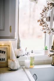 easy kitchen decorating ideas kitchen decorating christmas ornaments easy christmas window