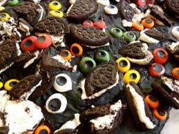 diary of a mad hausfrau kooky spooky monster eyes oreo bark