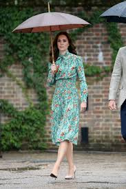 kate middleton visit to the sunken garden at kensington palace in