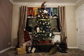 this harry potter christmas tree is made of magic u0026 perfect for
