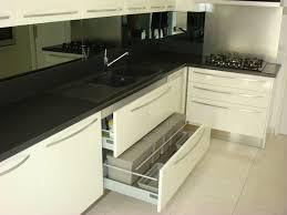 meuble cuisine blanc laqué cuisine cuisine blanc laqué et noir cuisine blanc laqué et
