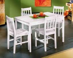 chaises cuisine blanches table blanche en pin massif et 4 chaises lestendances fr
