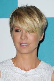 short hairstyles with a lot of layers 55 super hot short hairstyles 2017 layers cool colors curls bangs